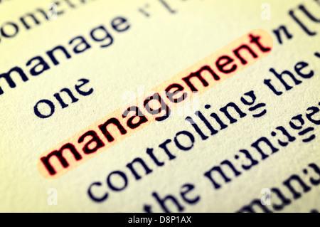Das Wort Management in rot hervorgehoben. Selektiven Fokus in der Mitte des Wortes - Stockfoto