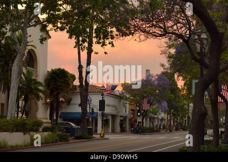 Die State Street in der Innenstadt von Santa Barbara, CA - Stockfoto