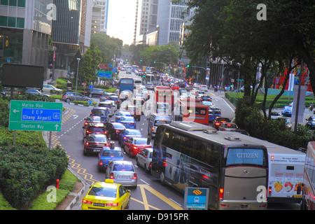 Collyer Quay Singapur Verkehr Autos Autos Busse Reisebusse Innenstadt - Stockfoto