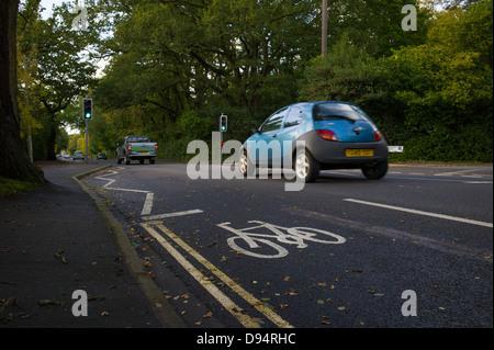 ein Radweg gemalte Zeichen auf der Straße - Stockfoto