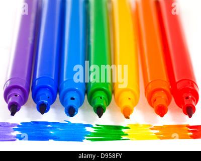 Tipps von sieben regenbogenfarbenen Filz Stifte hautnah - Stockfoto
