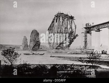 Forth Eisenbahnbrücke aus Süd-ost, c 1890, Schottland. Die teilweise Brücke aus dem Westen, im Oktober 1888. Diese - Stockfoto