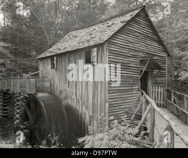 Der John Kabel Grist Mill in Cades Cove, Great Smoky Mountains National Park, Tennessee. Die Mühle ist immer noch - Stockfoto