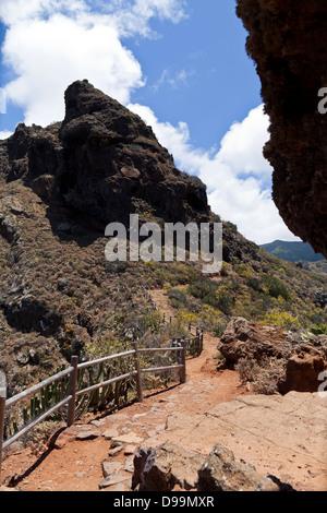 Sicht oder Mirador auf dem Weg von Cruz del Carmen zur Punta Hidalgo im Anaga, Teneriffa, Kanarische Inseln, Spanien. - Stockfoto
