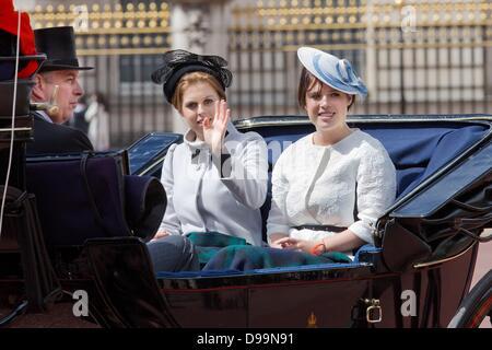 London, UK. 15. Juni 2013. Prinzessin Beatrice und Prinzessin Eugenie besuchen die trooping Farbe Parade in London, - Stockfoto