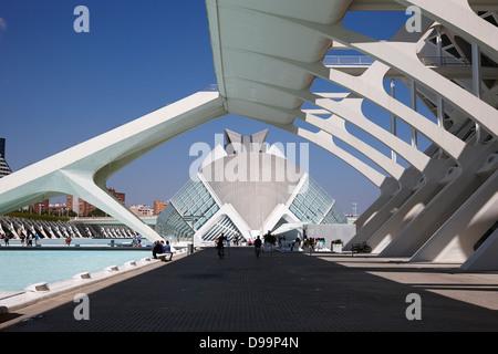 El Museu de Les Effizienzgewinne Principe Felipe führt zu hemisferic Stadt der Künste und Wissenschaften Valencia, - Stockfoto