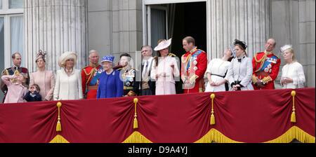 Trooping die Farbe. London, UK. 15. Juni 2013. L-r: Prince Edward, Lady Louise, James, Sophie Duchess of Wessex, - Stockfoto