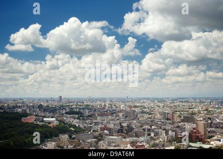 Skyline von Tokio aus dem Hotelzimmer der Odakyu Southern Century Tower Hotel gesehen - Stockfoto