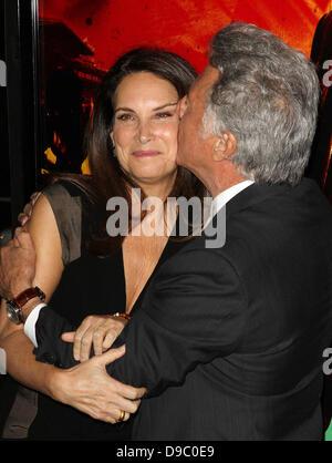 """Dustin Hoffman und Frau Lisa Gottsegen HBO """"Glück"""" Los Angeles Premiere abgehaltenen Graumans Chinese Theatre Hollywood, - Stockfoto"""