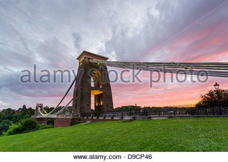 Sonnenuntergang Farben bei Clifton Bridge, Bristol, UK - Stockfoto