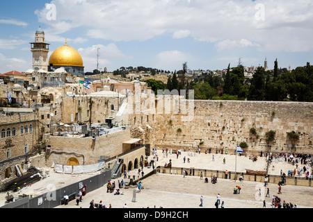 Blick auf die Klagemauer bekannt auch als der Westwand und die Kuppel der Moschee Rock, Jerusalem, Israel. - Stockfoto