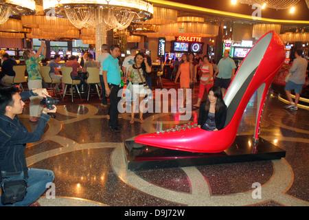 Nevada Las Vegas The Strip South Las Vegas Boulevard Cosmopolitan Hotel Las Vegas Casino Roark Gourley Schuh Schaffung - Stockfoto