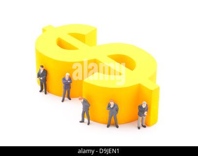 Dollar-Symbol mit Figuren der Geschäftsmann - Stockfoto