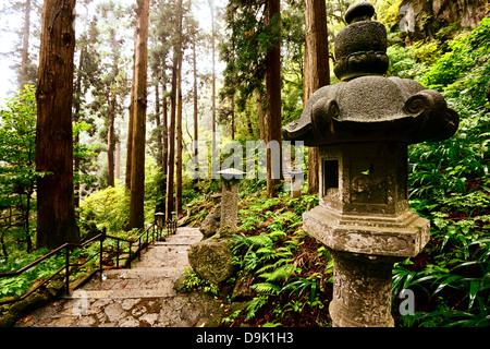 Wanderweg zum Yamadera Berg Tempel in Yamagata, Japan. - Stockfoto