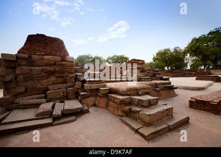 Ruinen von Mulagandha Kuti Vihar Tempel, Sarnath, Varanasi, Uttar Pradesh, Indien - Stockfoto