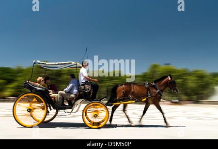 Pferdekutsche Plaza de España Parque de María Luisa Seville Spanien - Stockfoto