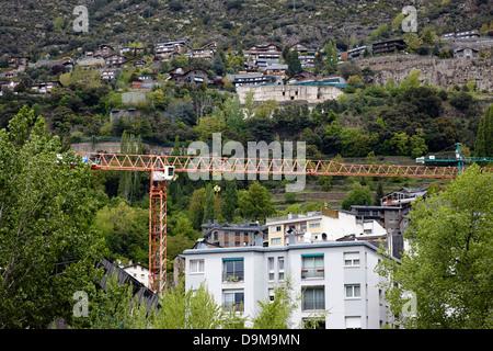 Bauarbeiten im Gange auf steilen Berghänge in Andorra la Vella Tal andorra - Stockfoto