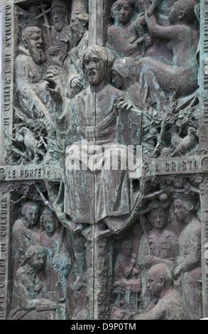Eingang der Kathedrale Santissima Annunziata in Vico Equense, Kampanien, Italien - Stockfoto