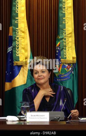 Brasilia, Brasilien, 24. Juni 2013. Brasiliens Präsidentin Dilma Rousseff trifft sich mit Gouverneure und Bürgermeister - Stockfoto
