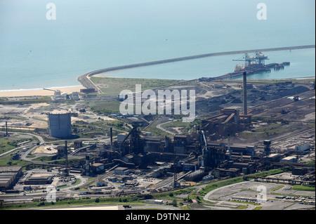 Luftaufnahme von Port Talbot Stahl Werke und Aberavon Beach.
