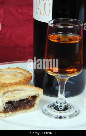 Mince Pies und Sherry. - Stockfoto