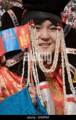 Kostümierte Teilnehmer bei der jährlichen Naadam-Fest im Nationalstadion in Ulaan Baatar, Mongolei, Asien - Stockfoto