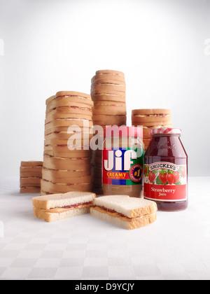 Jif und Smuckers Erdnussbutter und Gelee Sandwiches - Stockfoto
