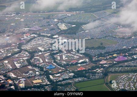 Glastonbury, Somerset, UK. 28. Juni 2013. Glastonbury 2013 Luftaufnahme des Standortes Credit: Dom Mowbray/Alamy - Stockfoto