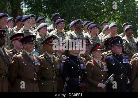 London, UK. 30. Juni 2013. Der London Borough of Southwark markiert Armed Forces Day mit Militärparaden und einer - Stockfoto