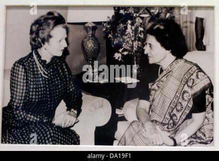 Der indische Premierminister Frau Indira Gandhi mit britischen Premierministerin Margaret Thatcher in Cancun, Oktober - Stockfoto