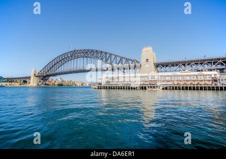 Walsh Bay und die Sydney Harbour Bridge. - Stockfoto