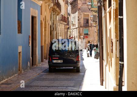 Wagens auf die engen Gassen in der alten Stadt Tarragona-Katalonien-Spanien - Stockfoto