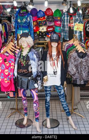 Japan, Honshu, Kanto, Tokio, Harajuku, Takeshita Dori, Bekleidungsgeschäft Display - Stockfoto