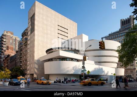 SOLOMON GUGGENHEIM MUSEUM (© FRANK LLOYD WRIGHT 1959 / GWATHMAY SIEGEL ASSOCS 1992) FIFTH AVENUE IN MANHATTAN NEW - Stockfoto