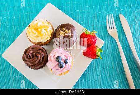Köstliche Auswahl an schönen Cupcakes - Stockfoto