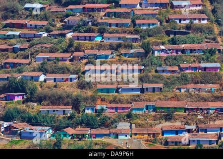 Indien, Süd-Indien, Asien, Tamil Nadu, Ooty, Udhagamandalam, bunt, Häuser, Armen, Slums, Schritte, urban - Stockfoto