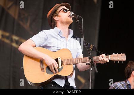 Die Lumineers führen auf der anderen Bühne auf dem Glastonbury-Festival-Freitag. 28. Juni 2013 - Stockfoto