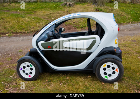 Renault Twizy Elektroauto Bestandteil der Eco Travel Network bei Hay on Wye Powys Wales UK - Stockfoto