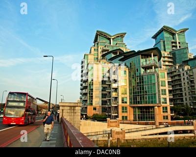 St George Wharf, eine am Flussufer Entwicklung am Südufer der Themse neben der Vauxhall Bridge, London Borough of - Stockfoto
