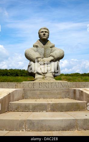 Schlacht von Großbritannien War Memorial junge Flieger Bildhauerei an Capel-Le-Ferne in Folkestone - Kent UK - Stockfoto