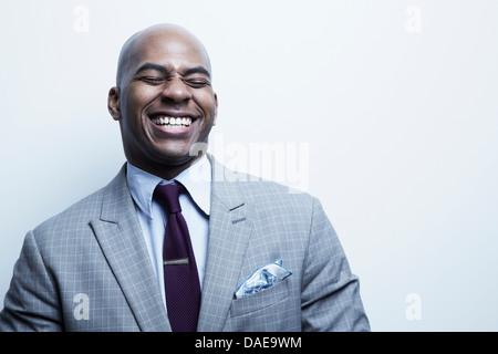 Studio-Porträt des Kaufmanns lachen - Stockfoto
