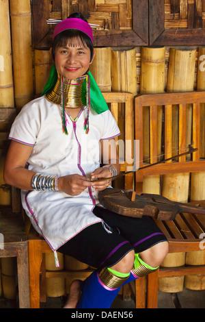 Die KAYAN sind eine TIBETO-BURMAN Untergruppe der roten KAREN bekannt für das Dehnen Hälse mit Metallringen, Burma, Taunggyi Bezirk Nyaungshwe Stockfoto