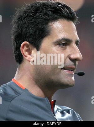 Datei - eine Archiv Bild datiert 13. Mai 2010 zeigt Schiedsrichter Babak Rafati während eines Spiels zwischen Nürnberg - Stockfoto