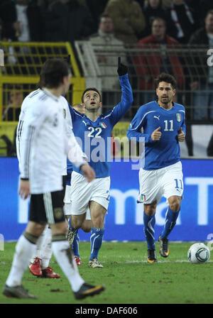 Guiseppe Rossi (C) Italien feiert mit Marco Borriello (R) nach seinem Tor das 1: 1 im Freundschaftsspiel zwischen - Stockfoto