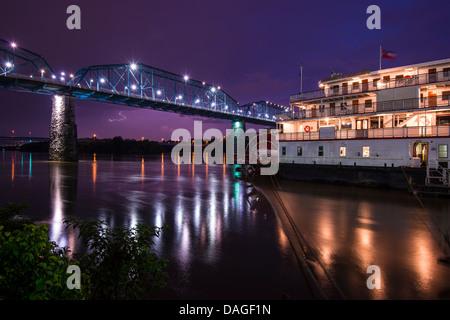 Die Innenstadt von Chattanooga, Tennessee aus über den Tennessee River. - Stockfoto