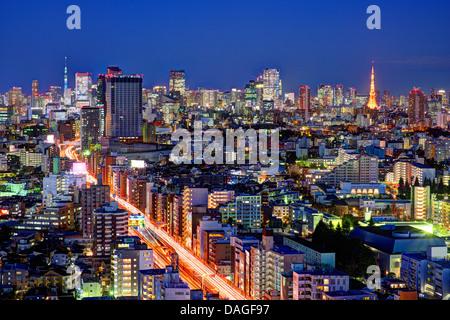 Tokyo, Japan-Grenzstein-Strukturen von einem Wolkenkratzer Ebisu angesehen. - Stockfoto