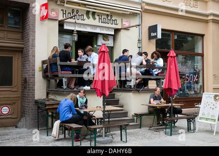 Restaurant auf der Kastanienallee im böhmischen Prenzlauer Berg in Berlin Deutschland - Stockfoto