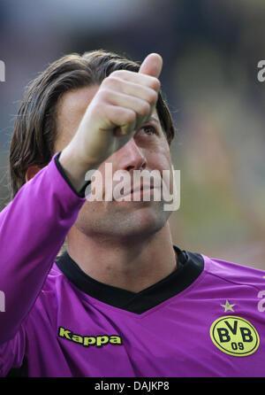Dortmunds Torwart Roman Weidenfeller feiert das Team den Sieg bei einem deutschen Bundesliga-Spiel von Borussia - Stockfoto