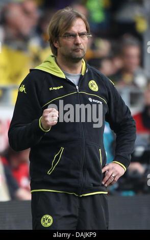 Dortmunds Trainer Juergen Klopp macht eine Faust während einer deutschen Fußball-Bundesliga Borussia Dortmund vs. - Stockfoto