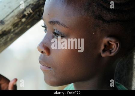 Mädchen im Okaukuejo Camp, Porträt - Stockfoto